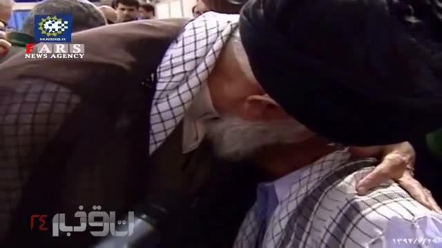 گریه جانباز در آغوش رهبر انقلاب