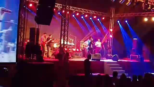 اجرای آهنگ دنبالش میرم توسط محسن یگانه در دبی