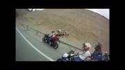 موتور سواری با سرعت در تونل