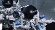 ساخت رباتی پیچیده و جدید توسط شرکت فستو که قادر به کنترل اجسام می باشد