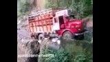 سقوط کامیون در دره