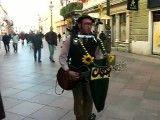 گیتاریست خیابانی ایتالیایی نابغه !! یک بند کامل