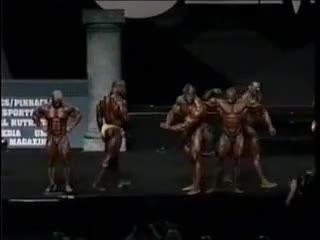Gunter Schlierkampf Mr Olympia 2002 crowd mad