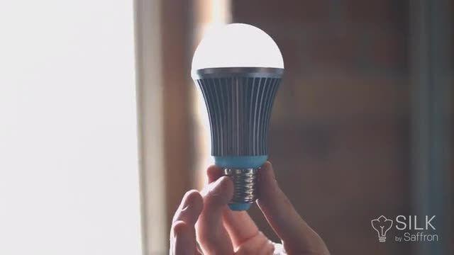 این لامپ LED هوشمند با تنظیم خودکار نور، خوابی آرام