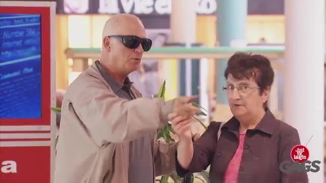 دوربین مخفی خنده دار مرد نابینا !!
