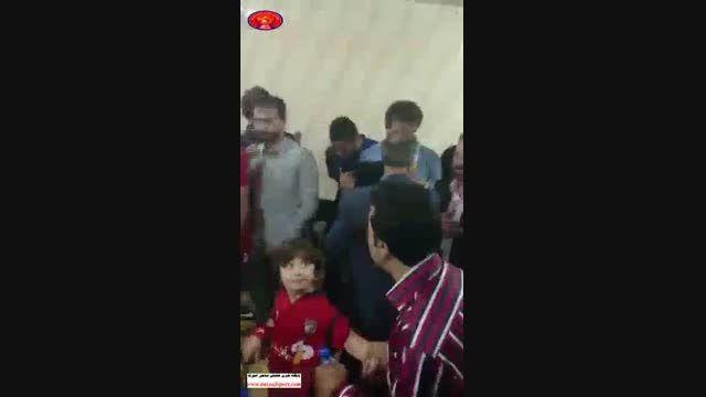 شادی بازیکنان نساجی در رختکن، بعد از برد خونه به خونه