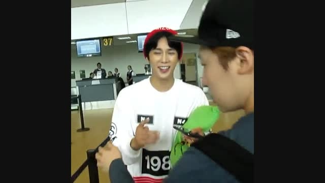 جونگ مین در فرودگاه پرو 2