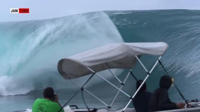 موج سواری هیجان انگیز با آتش