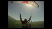 میهن برگ، فیلم پرواز با پراگلایدر