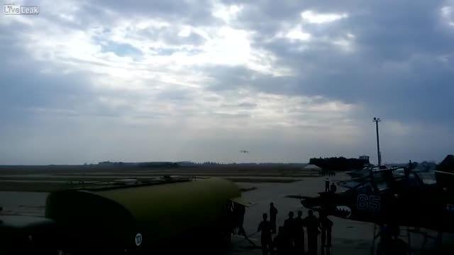 پرواز هواپیمای غول پیکر در ارتفاع پایین!