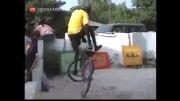 رقص دیدنی و خفن جوان سیاهپوست با دوچرخه!...