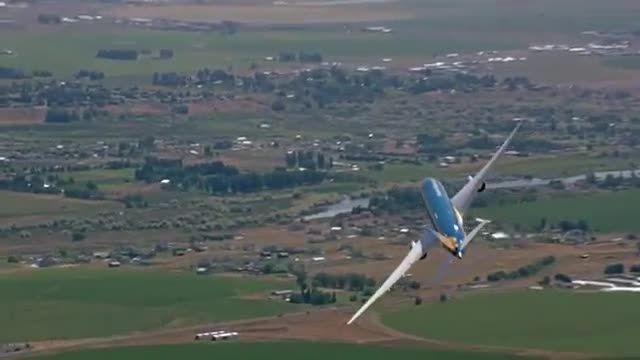پرواز دیوانه وار با هواپیمای مسافربری 9-787