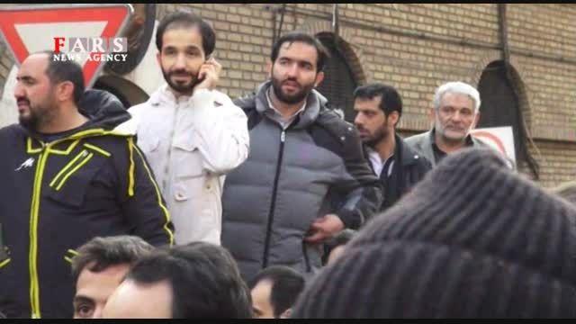 تجمع مردم مقابل سفارت فرانسه