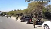 کاروانی از ارتش سوریه در یک اتوبان و ابراز احساسات راننده به سبک ایرانی ;)