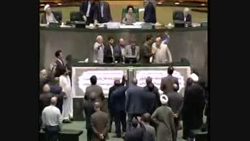فیلم واضح حمله نمایندگان به علی مطهری در مجلس