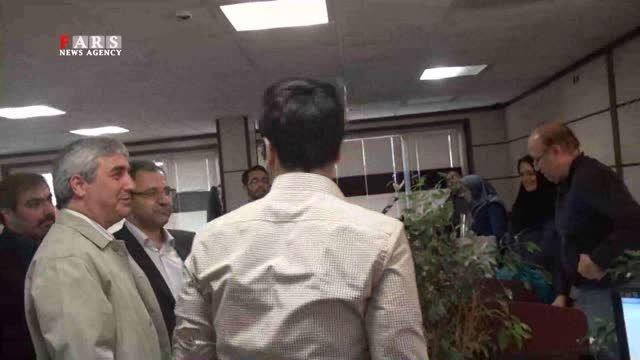 حضور حاتمی کیا با موتور در مراسم پاسداشت 3 دهه فعالیتش