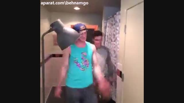 ویدیو وقتی پسرا دعوا میکنن!!!(ته خنده)