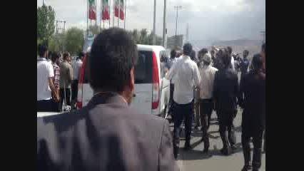 احمدی نژاد کسی است که در خانه دشمن، دشمن را ذلیل کرد