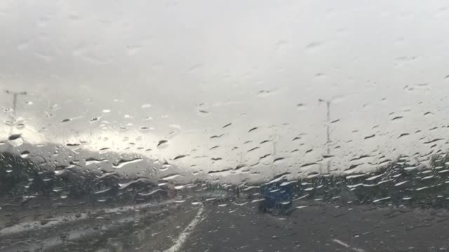 زیر بارون امروز با آهنگ بارون امین رستمی