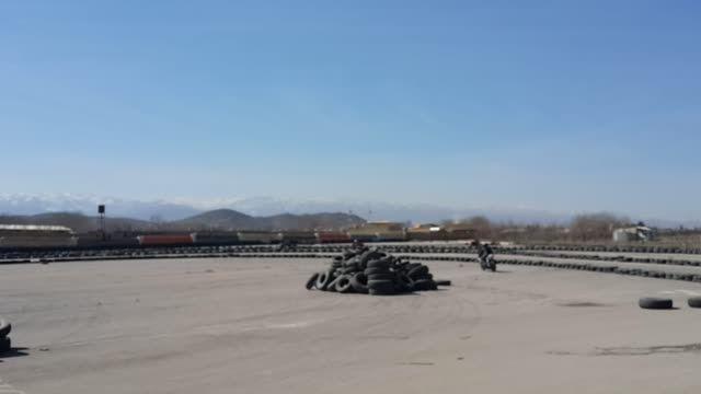 حرکات نمایشی با موتور یاماها در پیست موتور سواری مشهد