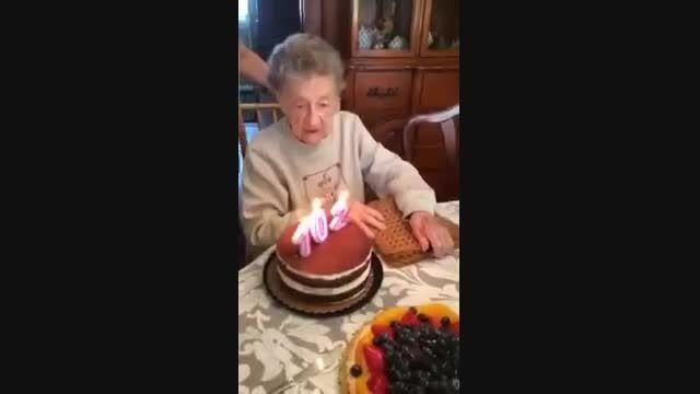 تولد پیرزن 102 ساله