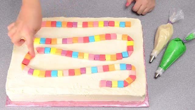 ♥ آموزش پخت کیک سرزمین آبنباتی با بیسکوییت