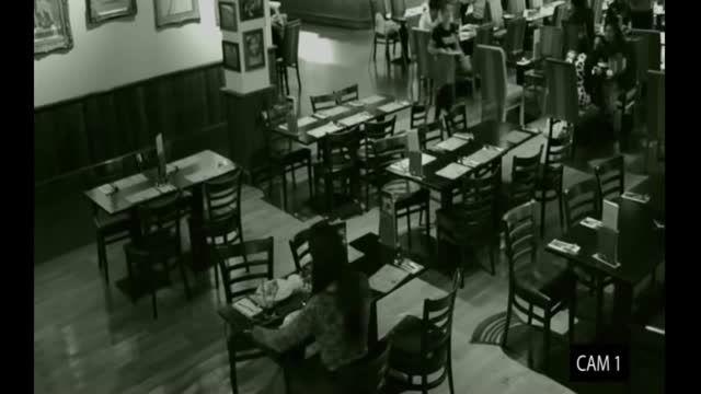 حمله روح به میز غذا خوری در رستوران