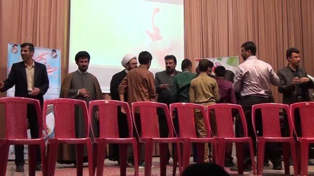 اهدای جوایز به دانش آموزان ممتاز دبیرستان نوایی