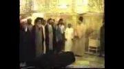 اقامه نمازمیت بر جنازه آیت الله خویی توسط آیت الله سیستانی