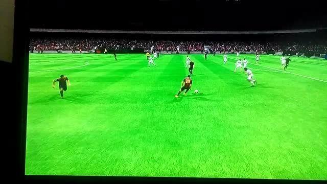 Fifa دریبل خوردن رونالدو ازمسی