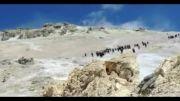 نمایی از قله دماوند و دودکش گوگردی آن
