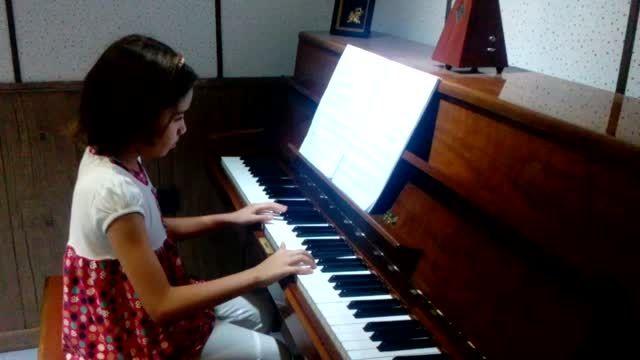 مهرسا ارواحی هنرجوی 8 ساله ی آموزشگاه موسیقی رادمهر