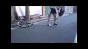 ببین چجوری داره با کوکترین دوچرخه دوچرخه سواری میکنه