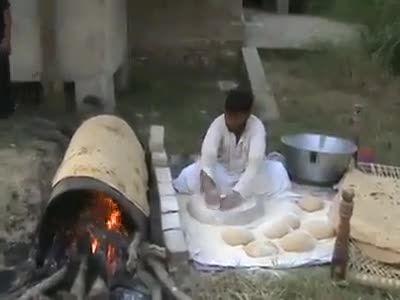 درست کردن نان های بزرگ!!