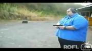 تیر اندازی یك مرد چاق ( خنده دار )