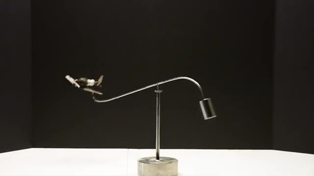 حرکت جالب مجسمه اهنی،طرح هواپیما(به کمک قوانین فیزیک)