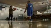 مرد عنکبوتی بسکتبال بازی میکند