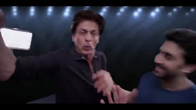 ویدئو خنده دار از عکس سلفی گرفتن شاهرخ خان 2015