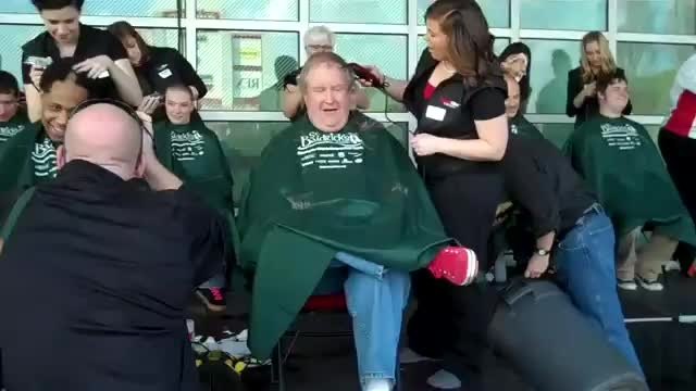 اهدای مو سر بخاطر کودکان سرطانی 2