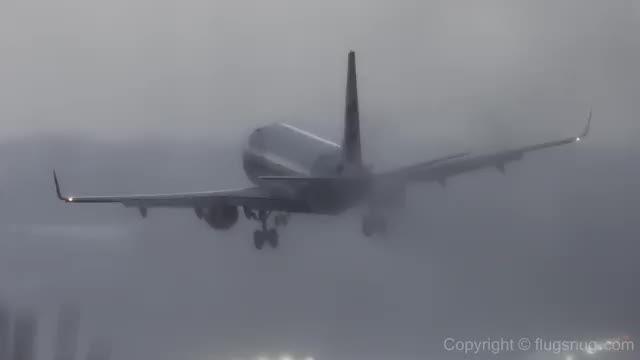 فرود در طوفان و باد مخالف - JUSTFLY.IR