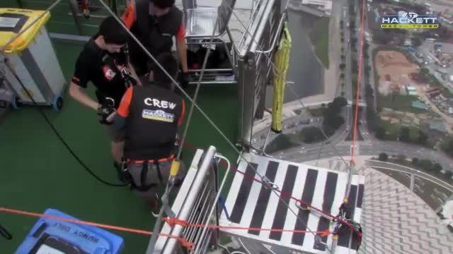 رکورد گینس بلندترین بانجی جامپینگ 233 متر،از دست ندیشا.