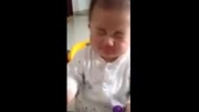 بچه چینی که لیمو ترش می خورد!خیلی جالبه حتما ببینید