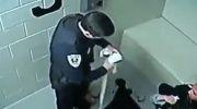 رفتار پلیس آمریکا با یک زن آمریکایی