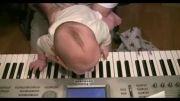 پیانو  برای همه -  نوزاد 4 ماهه