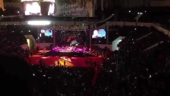 سامی یوسف-اجرای ترانه بسویم آمدی در کنسرت قونیه-ترکیه
