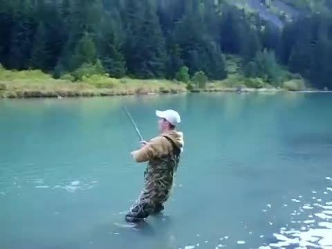 ماهیگیری  با قلاب بسیار جالب ببینید و لذت ببرید