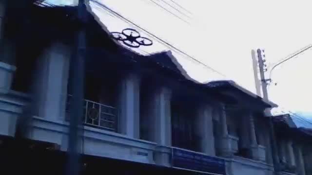 پرواز کوادکوپتر کنترلی در فضای آزاد