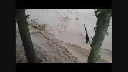 هنگام وقوع سیل و بالا آمدن رودخانه داخل شهر کوهدشت