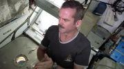 نحوه ناخن کوتاه کردن فضانوردان در فضا