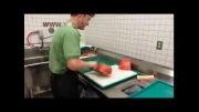 مرد جوانی که یک هندوانه را فقط در ۲۰ ثانیه قاچ میکند!